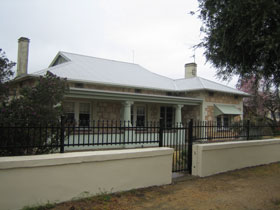 Naracoorte Cottages - MacDonnell House - SA Accommodation