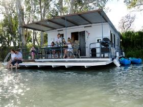 The Murray Dream Self Contained Moored Houseboat - SA Accommodation