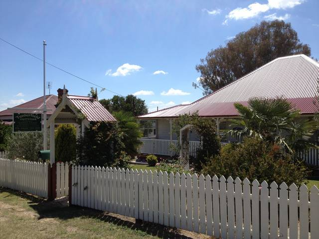 Tenterfield Luxury Historic c1895 Cottage - SA Accommodation