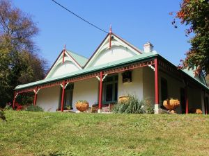Ravenscroft and The Cottage - SA Accommodation