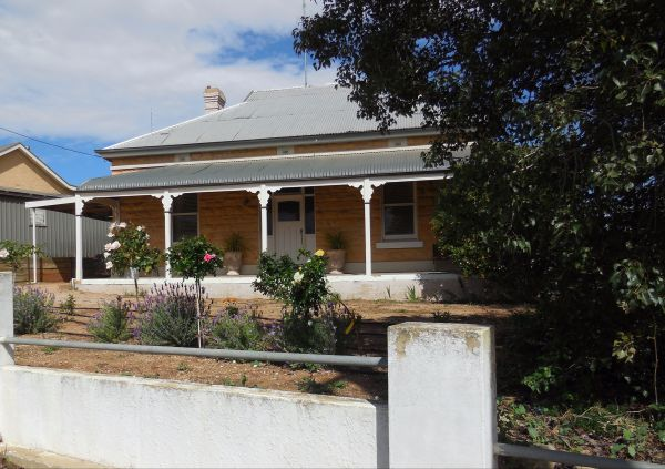 Book Keepers Cottage Waikerie - SA Accommodation