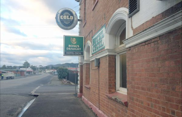 Cecil Hotel Zeehan - SA Accommodation