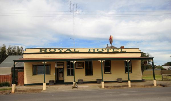 Royal Hotel Snake Valley - SA Accommodation