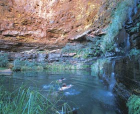 Dales Gorge and Circular Pool - SA Accommodation