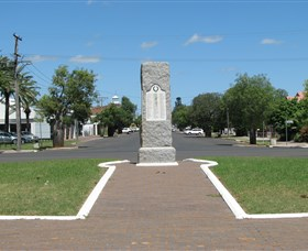 War Memorial and Heroes Avenue - SA Accommodation