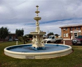 Cunnamulla War Memorial Fountain - SA Accommodation