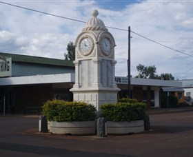 Barcaldine War Memorial Clock - SA Accommodation