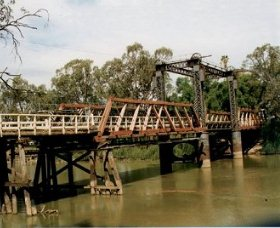 Swan Hill - Murray River Road Bridge - SA Accommodation