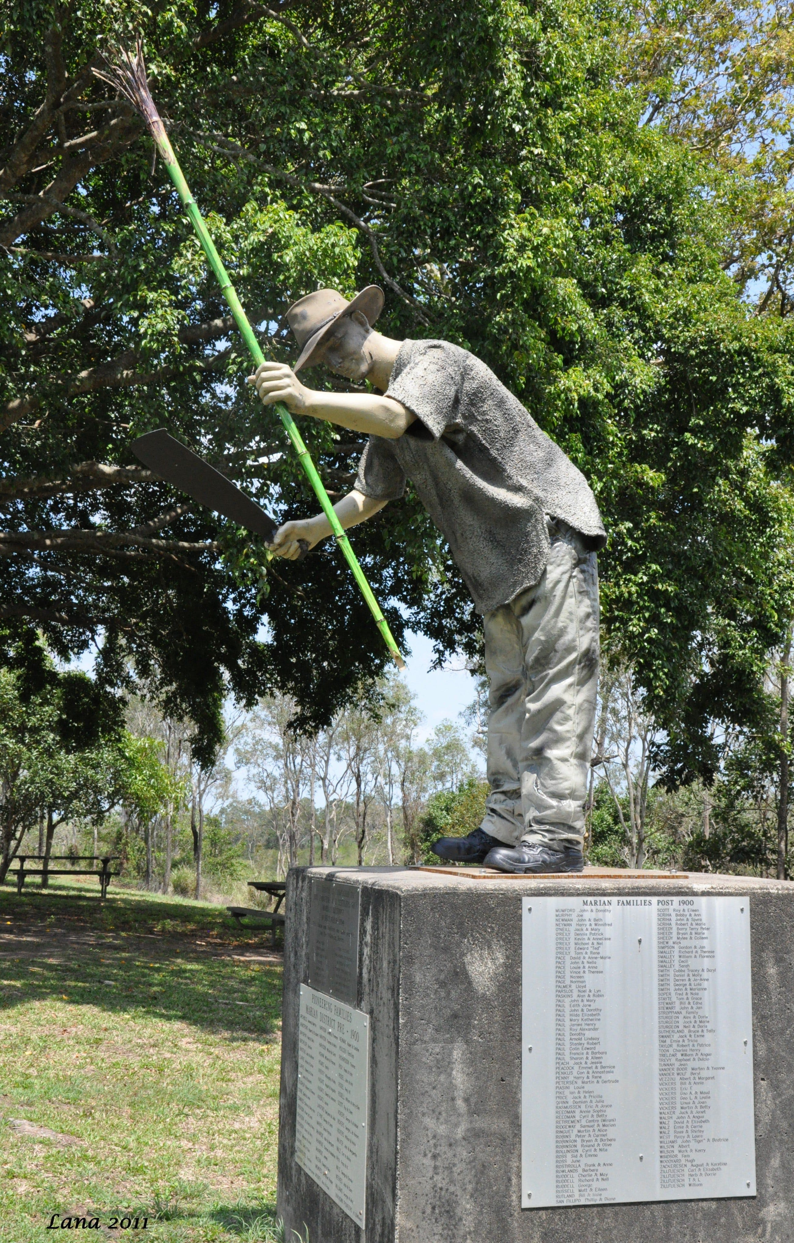 Cane Cutter Memorial - SA Accommodation