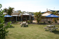 Moonee Beach Tavern - SA Accommodation