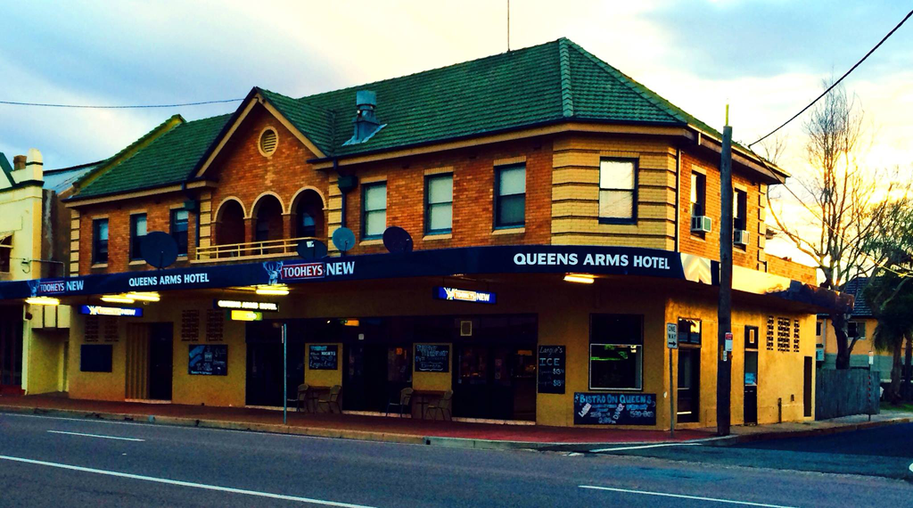 Queens Arms Hotel - SA Accommodation