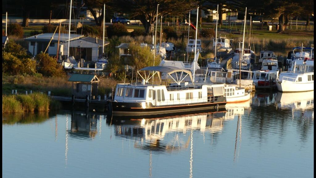 Swamp Fox luxury 2BR Dutch Barge - SA Accommodation